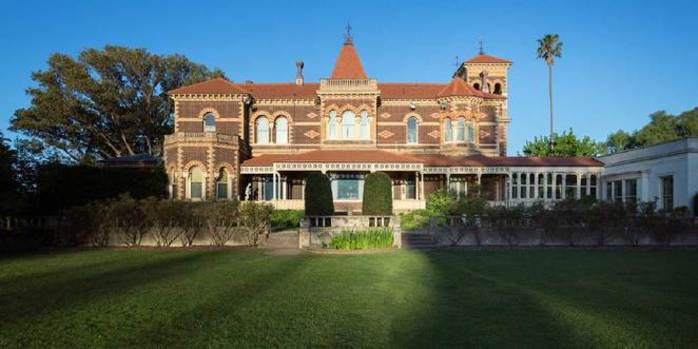 Barefoot Outdoor Cinema at Rippon Lea Mansion and Gardens